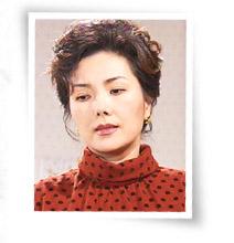35-50대 중반. 명욱의 아내.