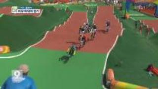 [올림픽 화제] 사이클 BMX 묘기에 '구름 관중' 외