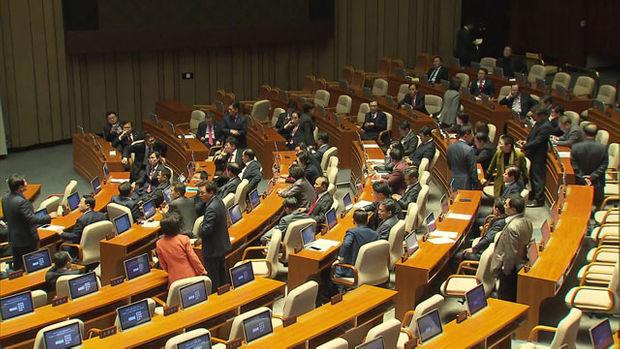 지난달 29일 국회 본회의장에서 의원총회를 진행하고 있는 자유한국당